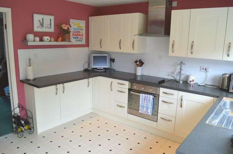 3 Bedrooms Semi Detached House for sale in Barnes Wallis Court, Welton