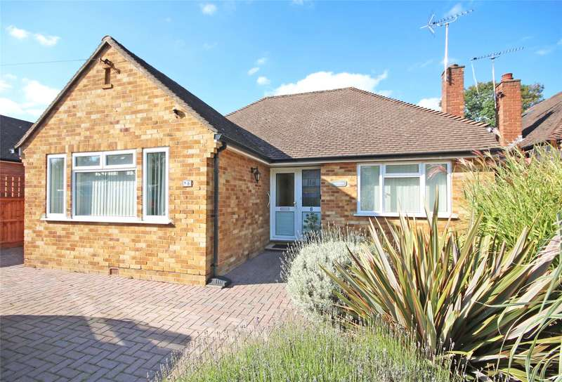 3 Bedrooms Detached Bungalow for sale in Katherine Close, Addlestone, Surrey, KT15
