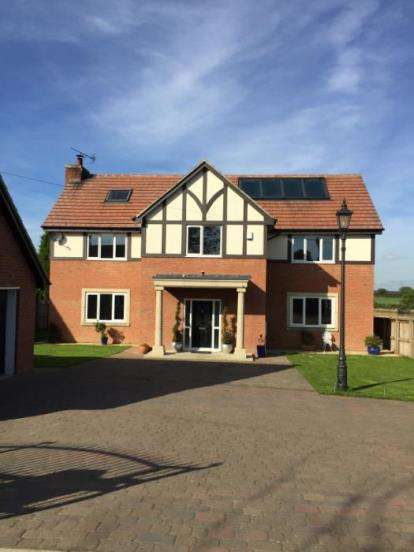 7 Bedrooms Detached House for sale in The Avenue, Medburn, Newcastle Upon Tyne, Northumberland, NE20