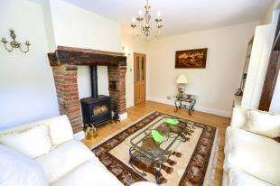 3 Bedrooms Detached House for sale in Netherne Lane, Merstham, Redhill, Surrey