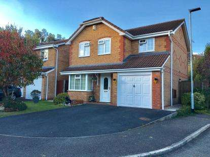 4 Bedrooms Detached House for sale in Wiltshire Close, Woolston, Warrington, Cheshire