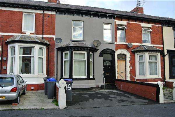 2 Bedrooms Flat for sale in Cheltenham Road, Blackpool