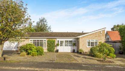 3 Bedrooms Bungalow for sale in Uppingham Close, Leicester, Leicestershire