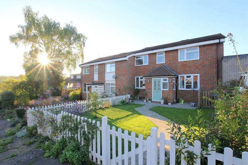 4 Bedrooms Semi Detached House for sale in Mill Close, Nash Mills
