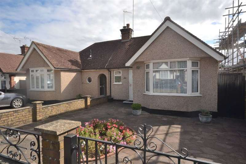 3 Bedrooms Bungalow for sale in Hillrise Avenue, North Watford, Herts, WD24