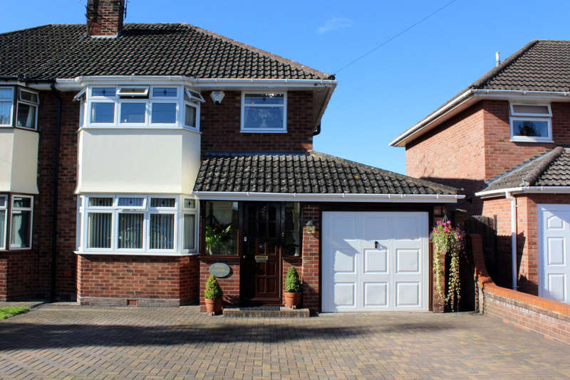 3 Bedrooms Semi Detached House for sale in Hampton Close, Worcester, Worcester, WR2