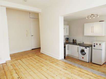 2 Bedrooms Flat for sale in Athlone Street, London