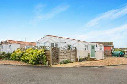 3 Bedrooms Mobile Home for sale in Three Star Park, Bedford Road, Lower Stondon, Henlow