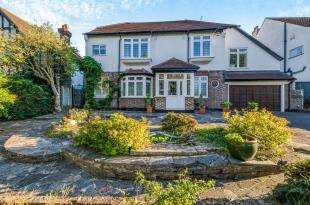 4 Bedrooms Detached House for sale in Upfield, Croydon