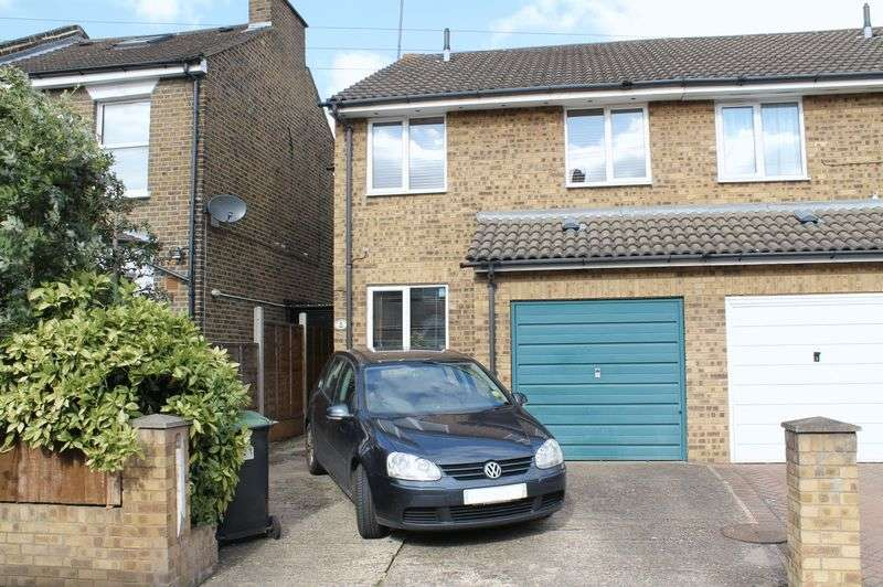 3 Bedrooms Semi Detached House for sale in Putney Road, Freezywater, Enfield