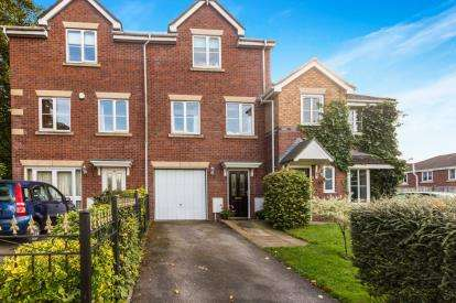 3 Bedrooms Terraced House for sale in West Paddock, Leyland, Lancashire