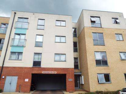 2 Bedrooms Flat for sale in Holly Court, Admiral Drive, Stevenage, Hertfordshire