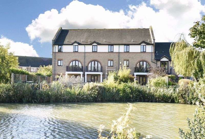 5 Bedrooms House for sale in Swan Drive, Staverton