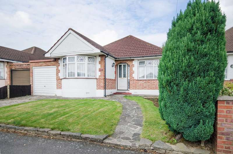 3 Bedrooms Bungalow for sale in Herlwyn Avenue, Ruislip, HA4