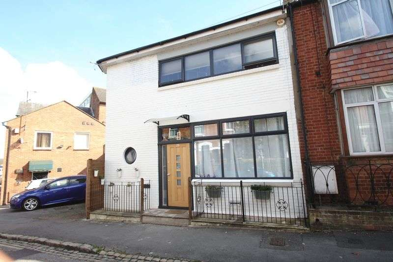 2 Bedrooms House for sale in Granville Street, Aylesbury