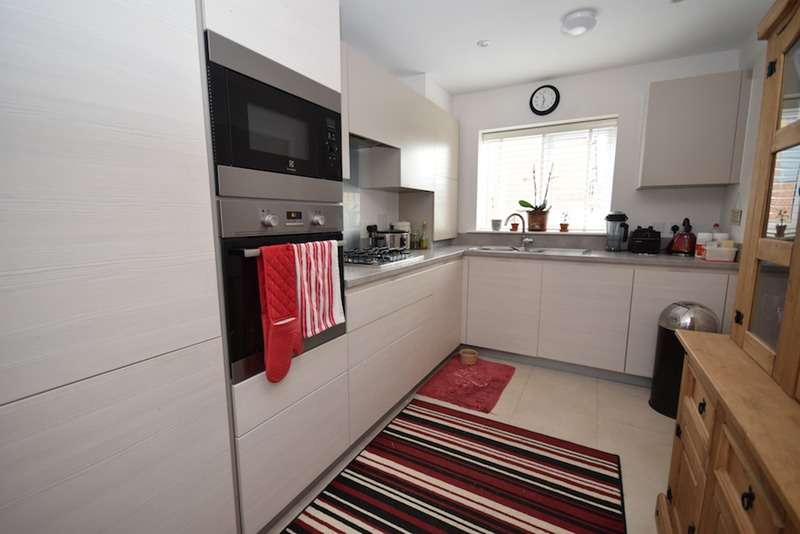 2 Bedrooms Semi Detached House for sale in Douster Crescent, Crawley, West Sussex, RH11