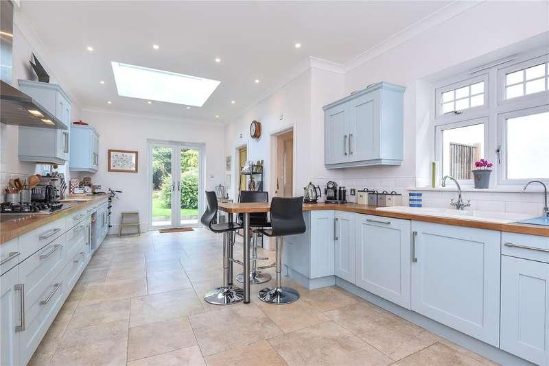 4 Bedrooms Detached House for sale in Heatherley Road, Camberley, Surrey, GU15