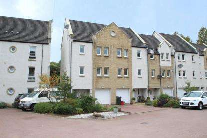 4 Bedrooms End Of Terrace House for sale in Gilbert Sheddon Court, Stewarton