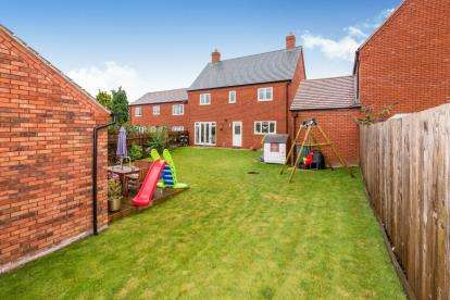 4 Bedrooms Detached House for sale in Dowling Drive, Pershore, Worcestershire