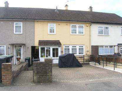 3 Bedrooms Terraced House for sale in Loughton, Essex, .