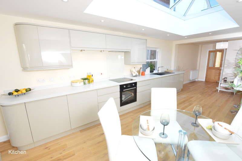 2 Bedrooms Semi Detached House for sale in Nutley Lane, Reigate