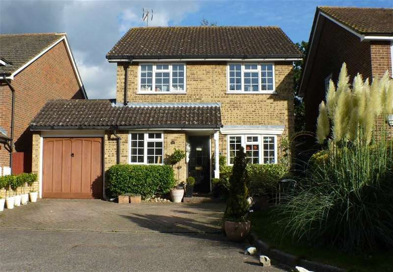 3 Bedrooms Property for sale in Sanway Close, Byfleet, Surrey