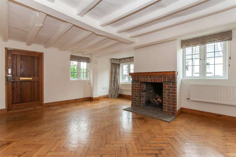 3 Bedrooms Detached House for sale in Somerset Road, Redhill, RH1