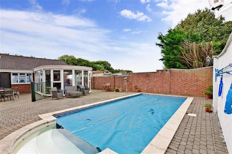 3 Bedrooms Bungalow for sale in London Road, West Kingsdown, Sevenoaks, Kent