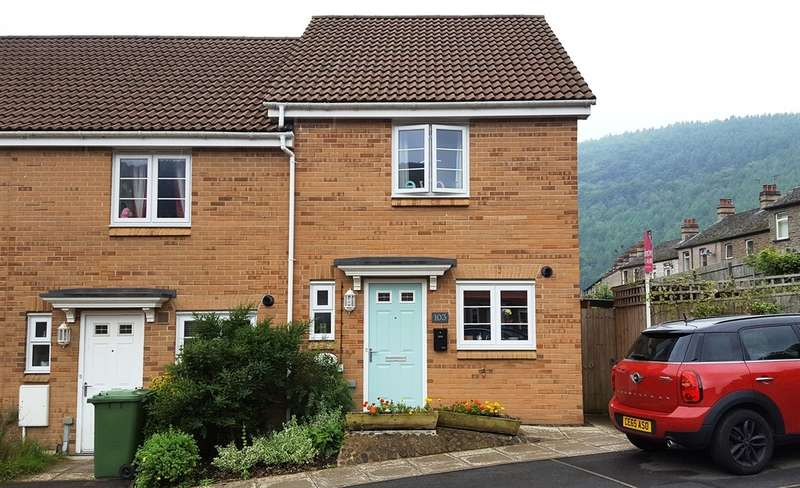 2 Bedrooms Semi Detached House for sale in Mill-Race, Abercarn, Newport