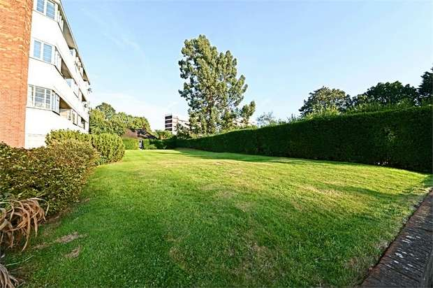 2 Bedrooms Flat for sale in Whittington Court, East Finchley, N2