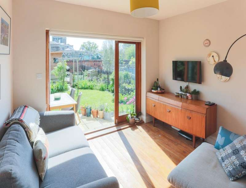 2 Bedrooms Flat for sale in Cheltenham Road, Nunhead, London, SE15