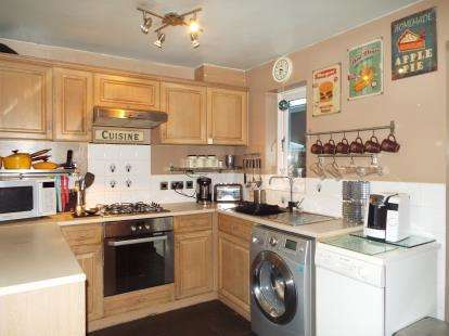 3 Bedrooms Detached House for sale in Maple Bank, Burnley, Lancashire, BB10