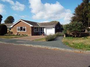 3 Bedrooms Bungalow for sale in The Lawn, Bognor Regis, West Sussex