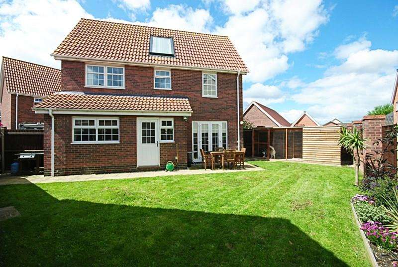 3 Bedrooms Detached House for sale in Bullfinch Drive, Harleston