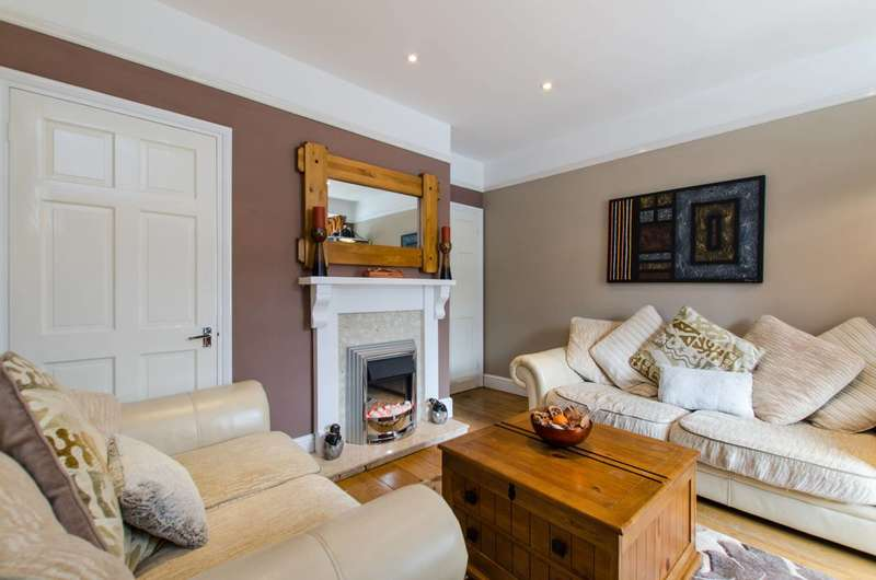 3 Bedrooms Maisonette Flat for sale in Rowditch Lane, Battersea, SW11