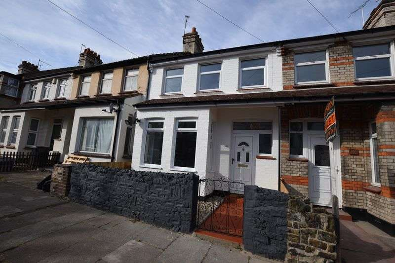 3 Bedrooms Terraced House for sale in Fleetwood Avenue, Westcliff-On-Sea