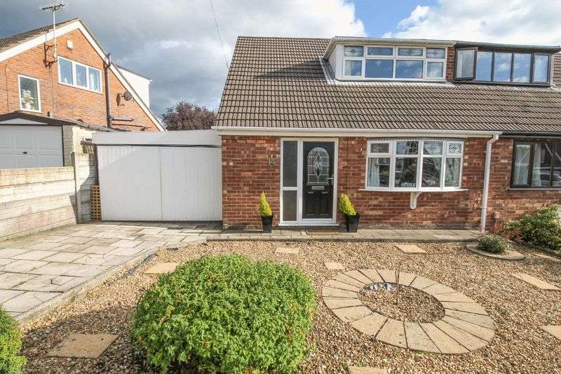 3 Bedrooms Semi Detached Bungalow for sale in Lingfield Crescent, Wigan