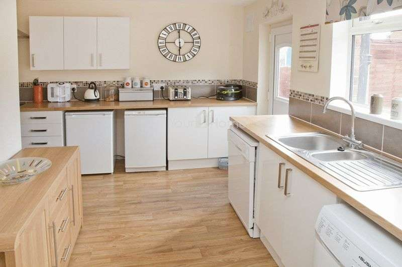 3 Bedrooms Terraced House for sale in Welbourn Gardens, Ermine East, Lincoln