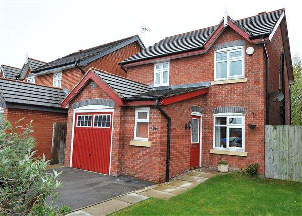 3 Bedrooms Detached House for sale in 103 Dean Road, Cadishead M44 5AJ