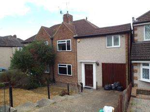 3 Bedrooms Semi Detached House for sale in Gascoigne Road, New Addington, Croydon