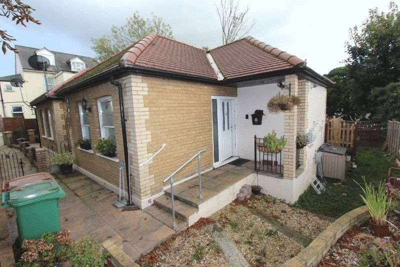 1 Bedroom Detached Bungalow for sale in Woodside Road, Sutton
