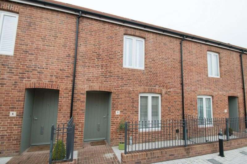 2 Bedrooms Terraced House for sale in Queripel Mews, Chichester