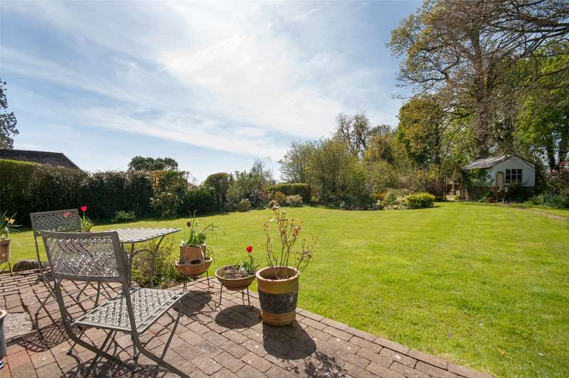 2 Bedrooms Detached House for sale in Tilburstow Hill Road, South Godstone, RH9