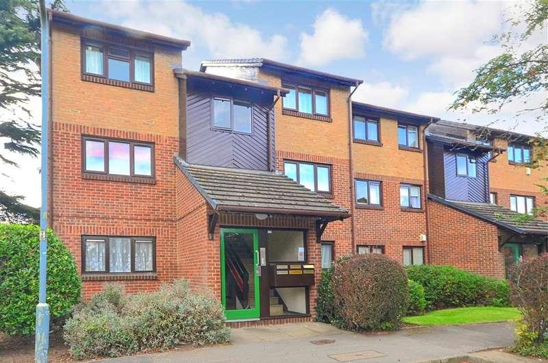 1 Bedroom Flat for sale in Alders Close, Wanstead