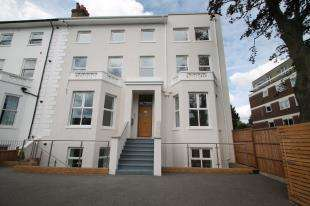 2 Bedrooms Flat for sale in Widmore Road, Bromley