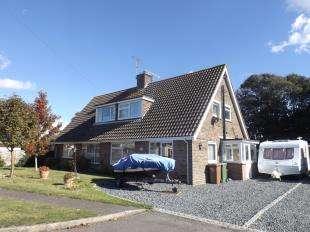 2 Bedrooms Bungalow for sale in Clovelly Avenue, Felpham, Bognor Regis, West Sussex