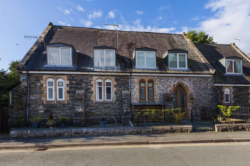 2 Bedrooms Terraced House for sale in 3 The Chapel, Main Street, Staveley, Kendal, Cumbria LA8 9LN
