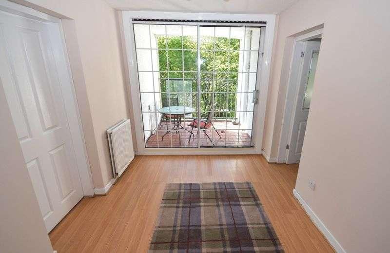 3 Bedrooms Flat for sale in Backbrae Street, Kilsyth