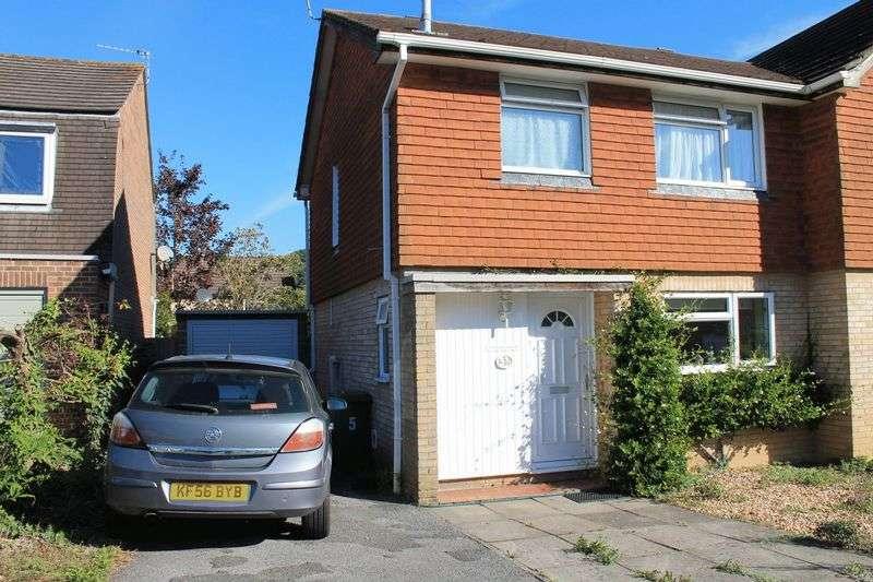 3 Bedrooms Semi Detached House for sale in St Gabriels Road, Billingshurst