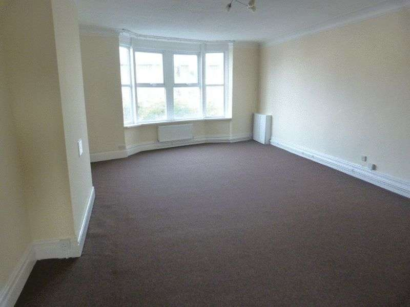 3 Bedrooms Flat for rent in Birkenhead Road, Hoylake, Wirral